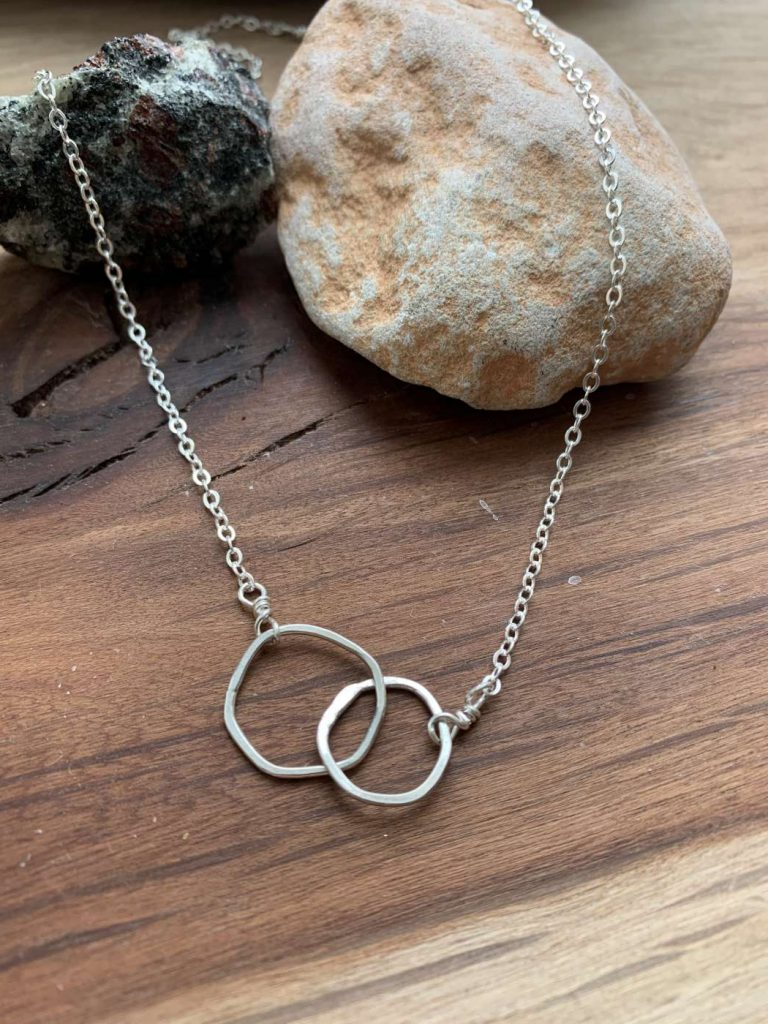 perfectly imperfect links necklace